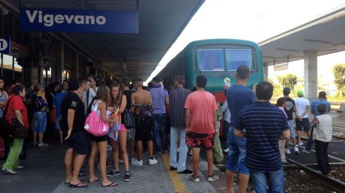 Pendolari che passione b side corriereal - Treni vigevano milano porta genova ...