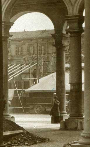 Baracconi-in-piazza-Garibaldi-savona---particolare-1-(2)