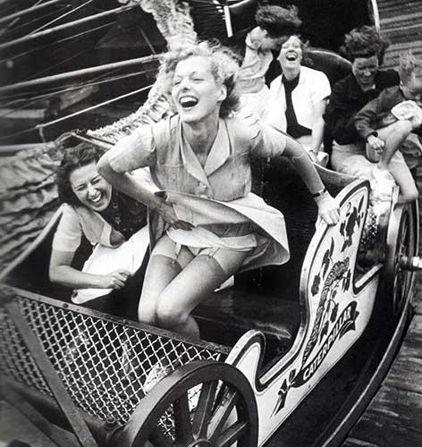 Donne-sulla-giostra-dell'amore--Foto-di-Kurt-Hutton---1938