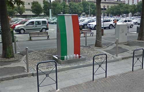 Foto-7---L'orrenda-fontana-per-fortuna-mandata-in-pensione-