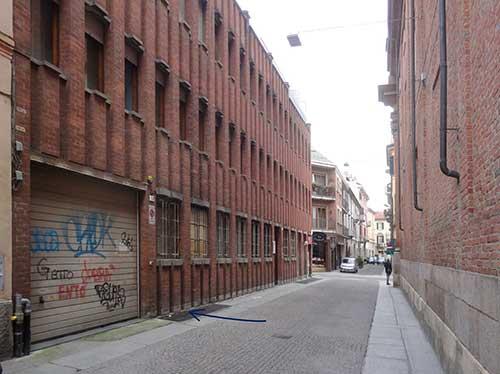 Il-palazzo-costruito-in-seguito-alla-demolizione-di-quello-in-cui-aveva-sede-la-Pasticceria-Gallina-2