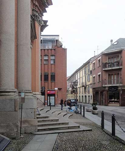 Via-Alessandro-III-angolo-via-Urbano-Rattazzi---La-stessa-zona-oggi