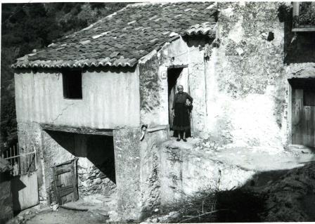 1967 07 18 - Nonna Franca davanti alla casa