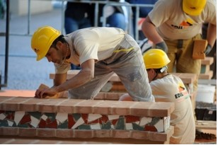 """Sindacati edilizia: """"Non si può continuare a lavorare sulle impalcature oltre i 70 anni"""" CorriereAl"""