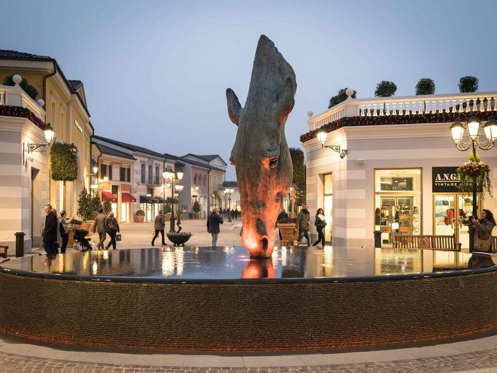 Serravalle Designer Outlet  inaugurata la nuova area del Centro del ... ae7cffa1326