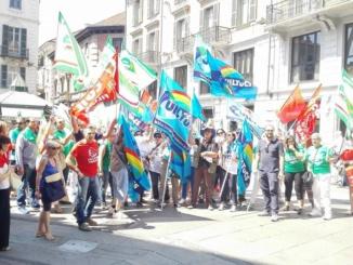"""Lavoratori del turismo e ristorazione collettiva in piazzetta della Lega: """"Vogliamo il rinnovo del contratto"""" CorriereAl"""