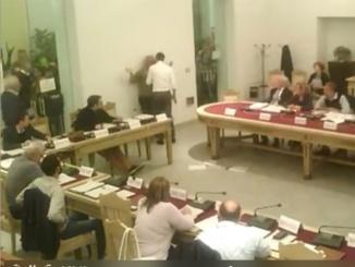 """Vicenda asili nido a Tortona: insulti e quasi rissa in consiglio comunale. M5S: """"Il Pd è democratico di nome, ma non di fatto"""" CorriereAl"""